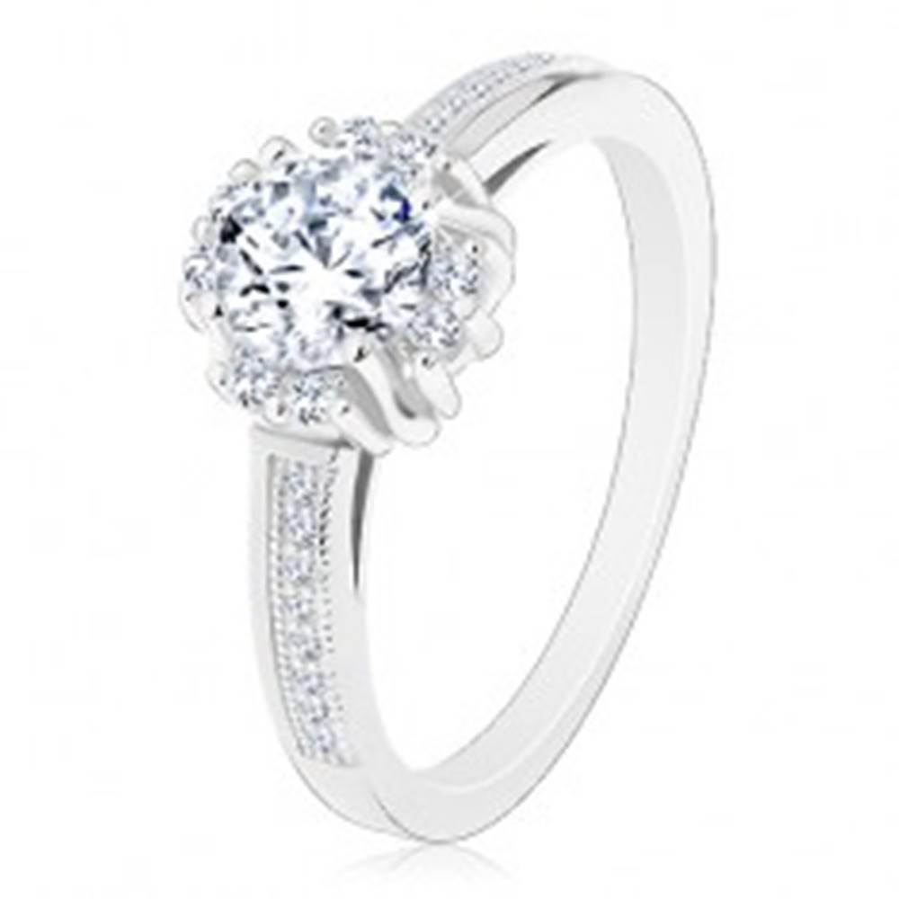 Šperky eshop Zásnubný prsteň - striebro 925, žiarivý číry zirkón, dvojice drobných zirkónikov - Veľkosť: 48 mm