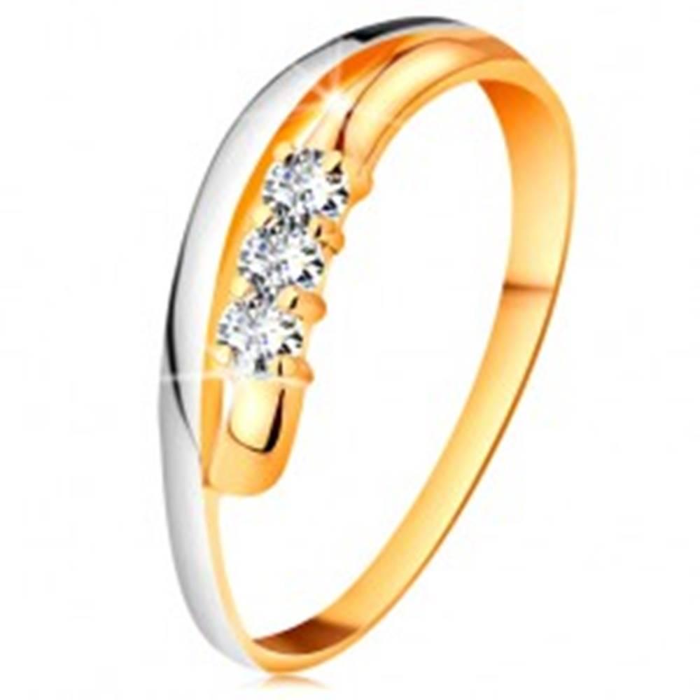 Šperky eshop Briliantový prsteň v 14K zlate, zvlnené dvojfarebné línie ramien, tri číre diamanty - Veľkosť: 49 mm