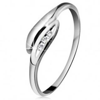 Briliantový prsteň v bielom 14K zlate - mierne zahnuté lístočky, tri číre diamanty - Veľkosť: 49 mm