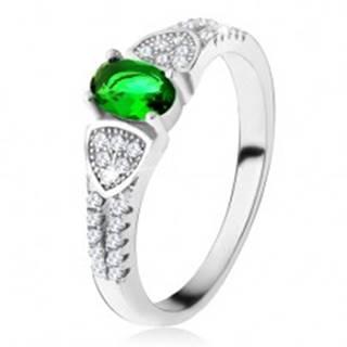 Prsteň s oválnym zeleným zirkónom, trojuholníky, číre kamienky, striebro 925 - Veľkosť: 49 mm