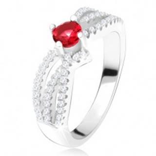 Prsteň - tri zvlnené zirkónové línie, okrúhly červený kameň, striebro 925 - Veľkosť: 49 mm