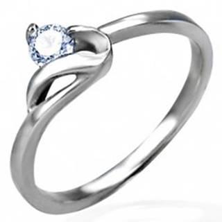 Zásnubný prsteň striebornej farby, oceľ 316L, okrúhly číry zirkón a zvlnené rameno - Veľkosť: 48 mm
