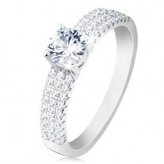 Zásnubný prsteň, striebro 925, okrúhly číry zirkón, drobné zirkóniky na ramenách - Veľkosť: 49 mm
