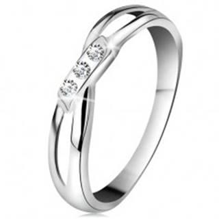 Zlatý 14K prsteň - tri okrúhle diamanty čírej farby, rozdelené ramená, biele zlato - Veľkosť: 49 mm