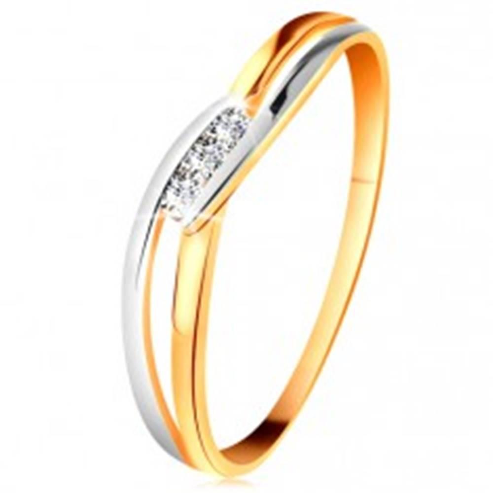 Šperky eshop Diamantový prsteň zo 14K zlata, tri číre brilianty, rozdelené zvlnené ramená - Veľkosť: 49 mm