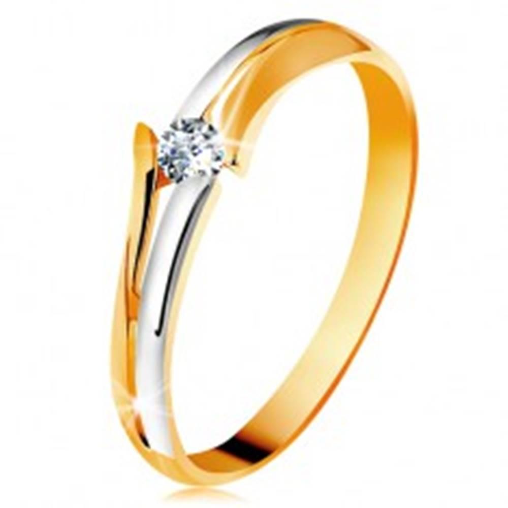 Šperky eshop Diamantový zlatý prsteň 585, žiarivý číry briliant, rozdelené dvojfarebné ramená - Veľkosť: 49 mm
