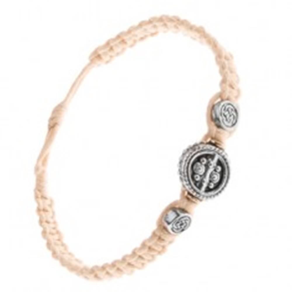 Šperky eshop Krémový náramok zo zapletaných šnúrok, tri okrúhle známky s ornamentom