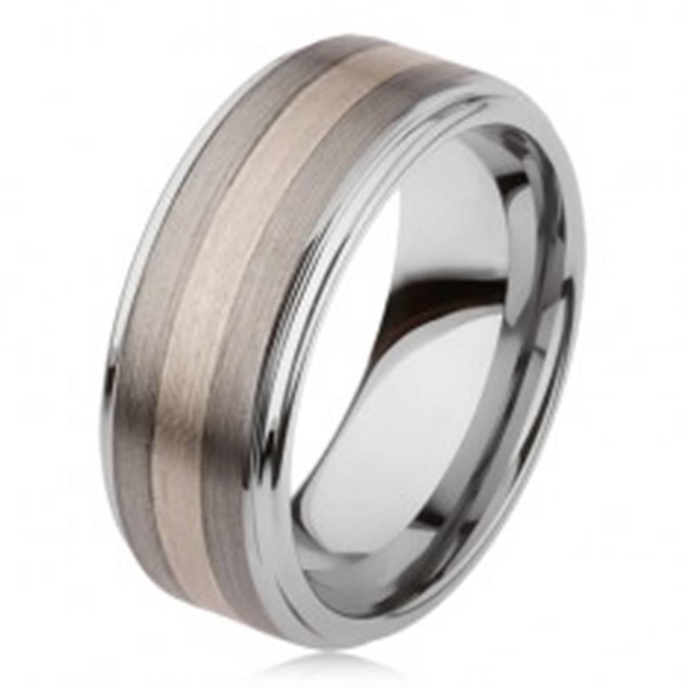 Šperky eshop Lesklý prsteň z karbidu wolfrámu s matným povrchom, dvojfarebný pruhovaný motív - Veľkosť: 54 mm