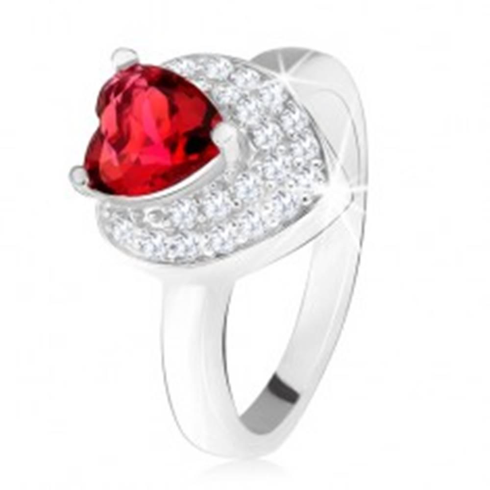 Šperky eshop Prsteň s vystupujúcim srdiečkovým červeným zirkónom, dvojité srdce, striebro 925 - Veľkosť: 49 mm