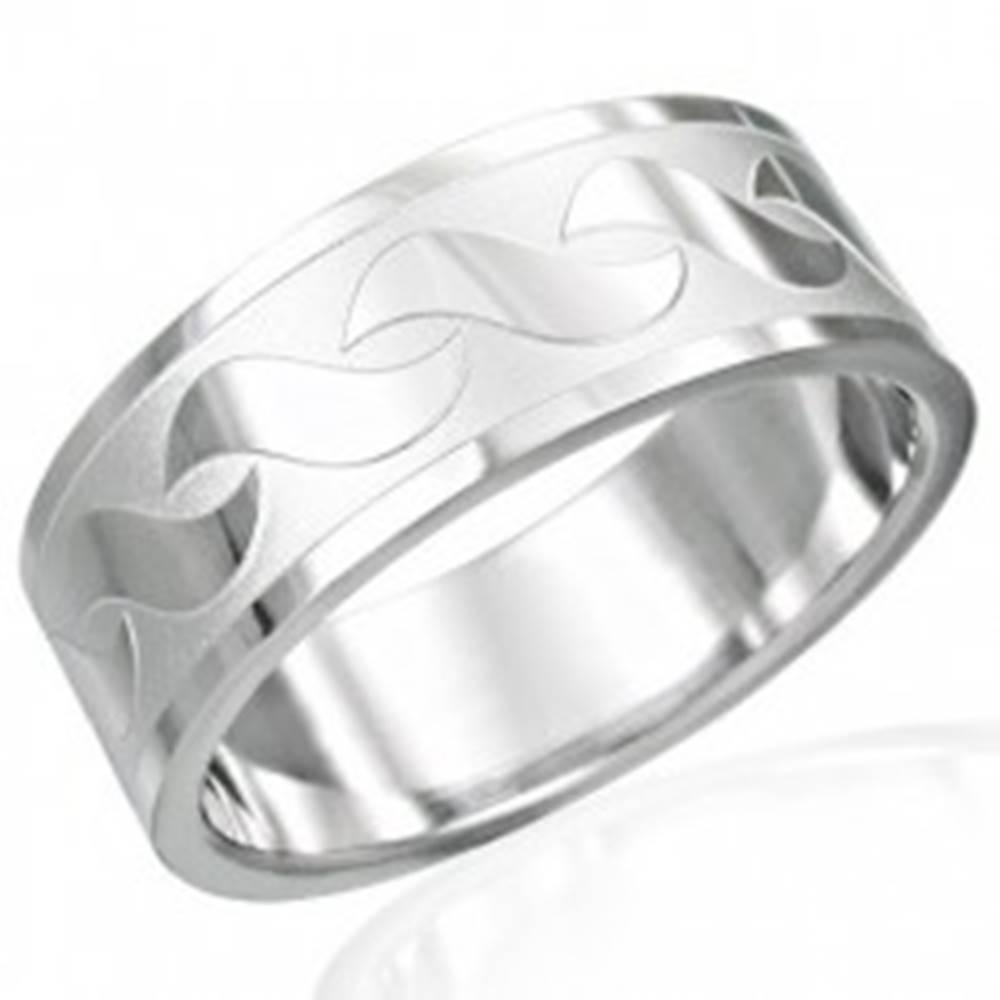 Šperky eshop Prsteň z chirurgickej ocele s lesklými vzormi v tvare S - Veľkosť: 54 mm