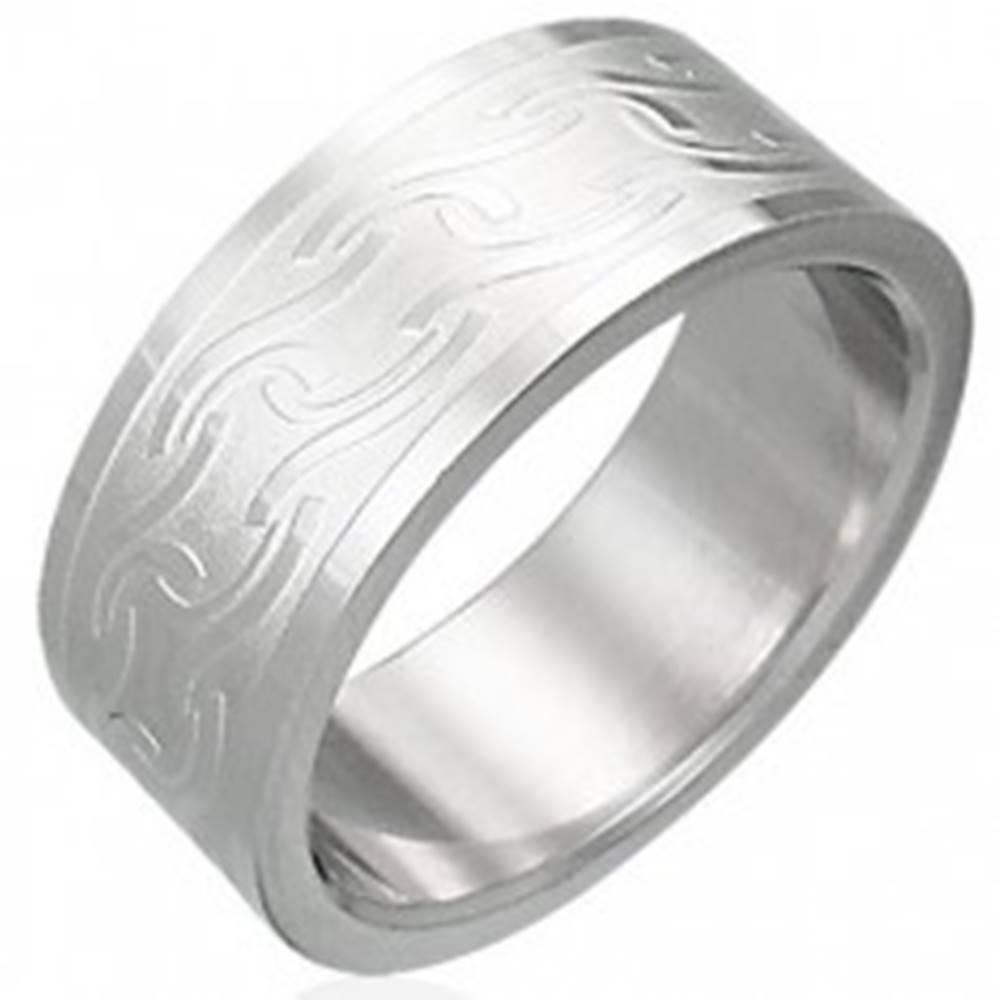 Šperky eshop Prsteň z chirurgickej ocele s matnými pruhmi rôzneho tvaru - Veľkosť: 54 mm