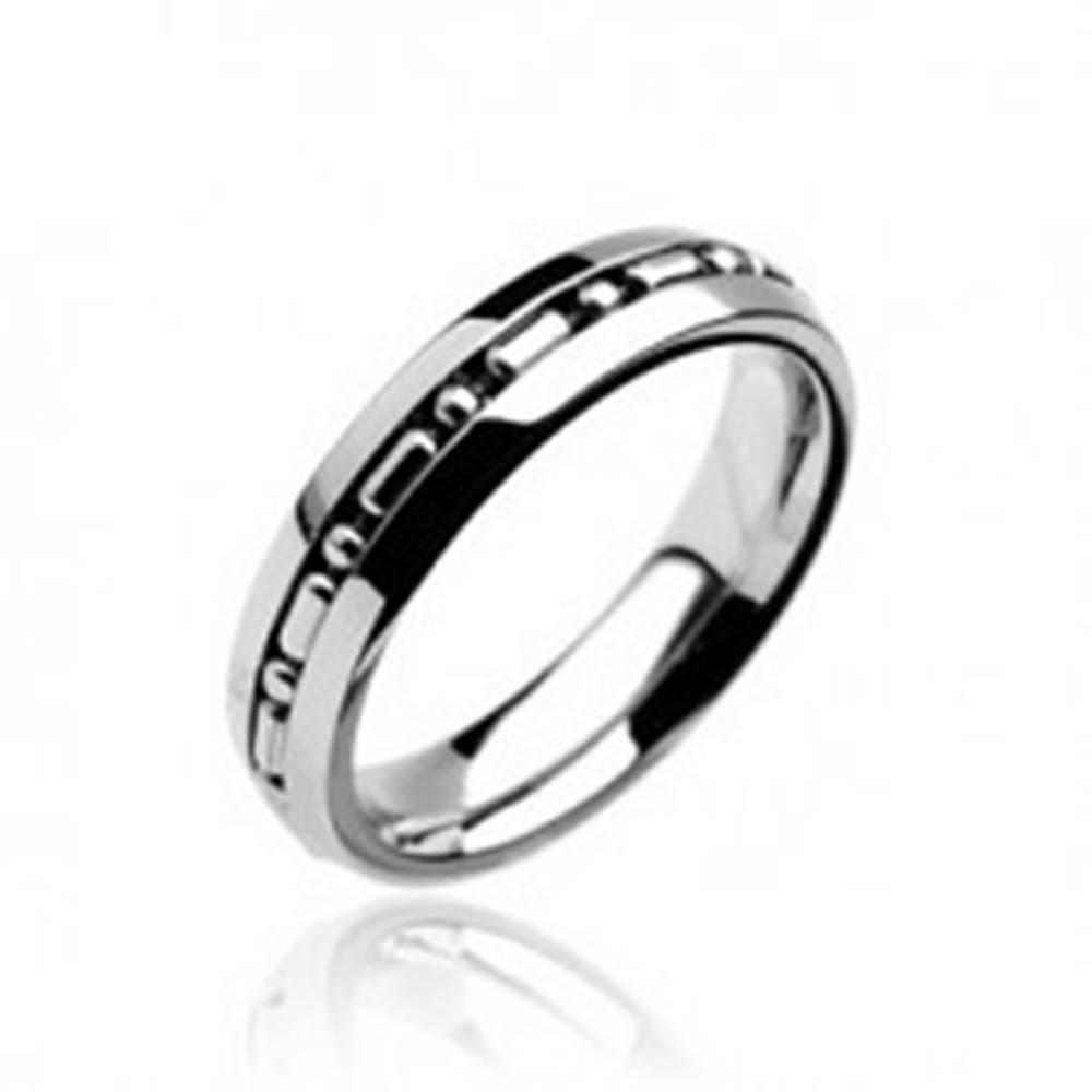 Šperky eshop Prsteň z chirurgickej ocele so stredným pruhom s guličkami - Veľkosť: 49 mm