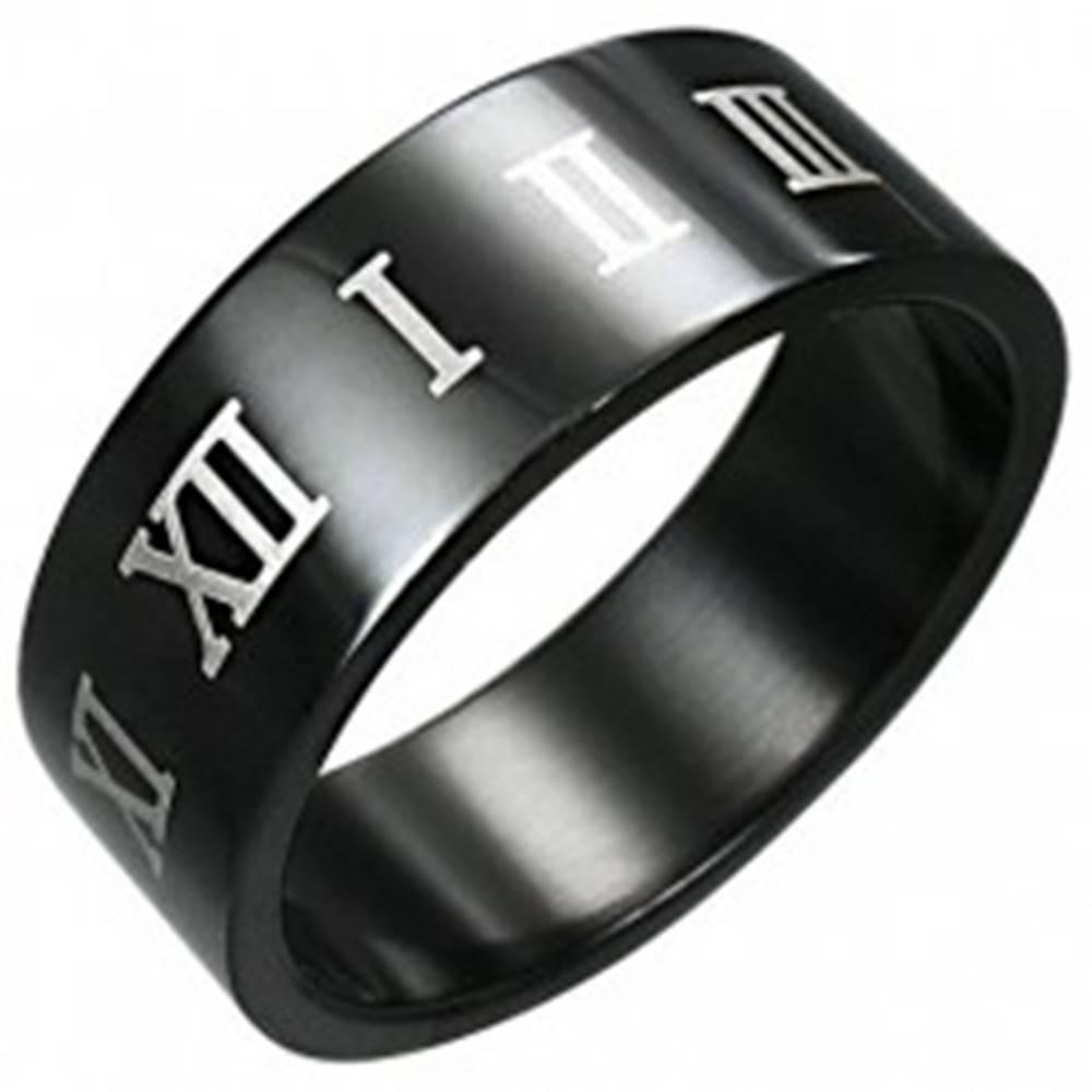 Šperky eshop Prsteň z čiernej chirurgickej ocele s hnedými rímskymi číslicami - Veľkosť: 54 mm