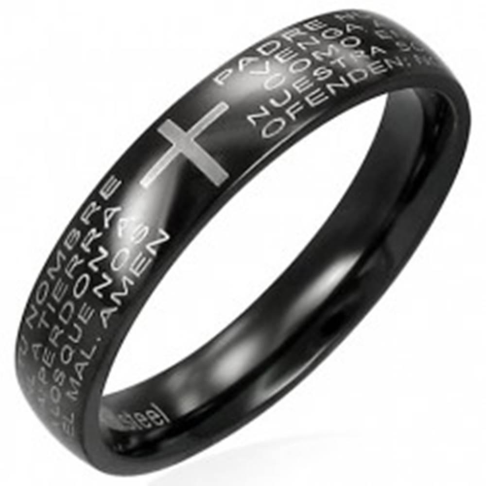 Šperky eshop Prsteň z čiernej chirurgickej ocele s modlitebným náboženským textom - Veľkosť: 49 mm