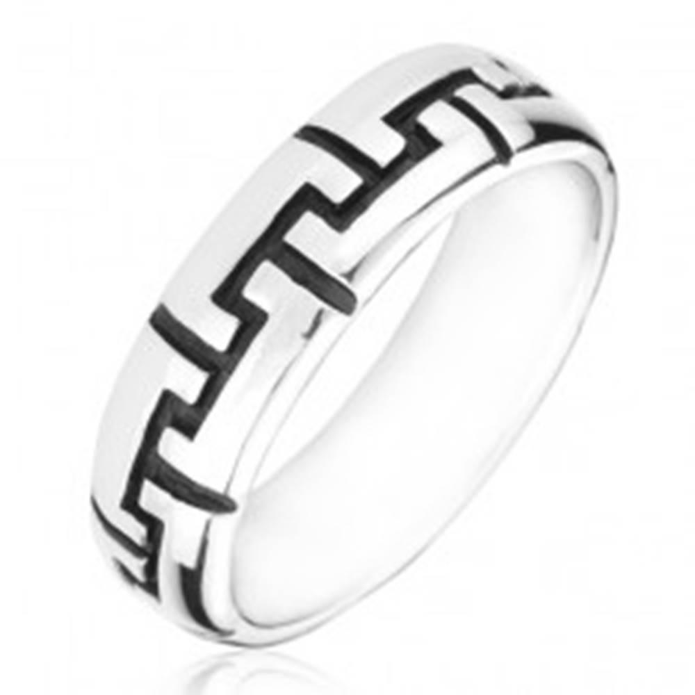 Šperky eshop Strieborný prsteň 925 - čierne gravírované zúbky - Veľkosť: 50 mm