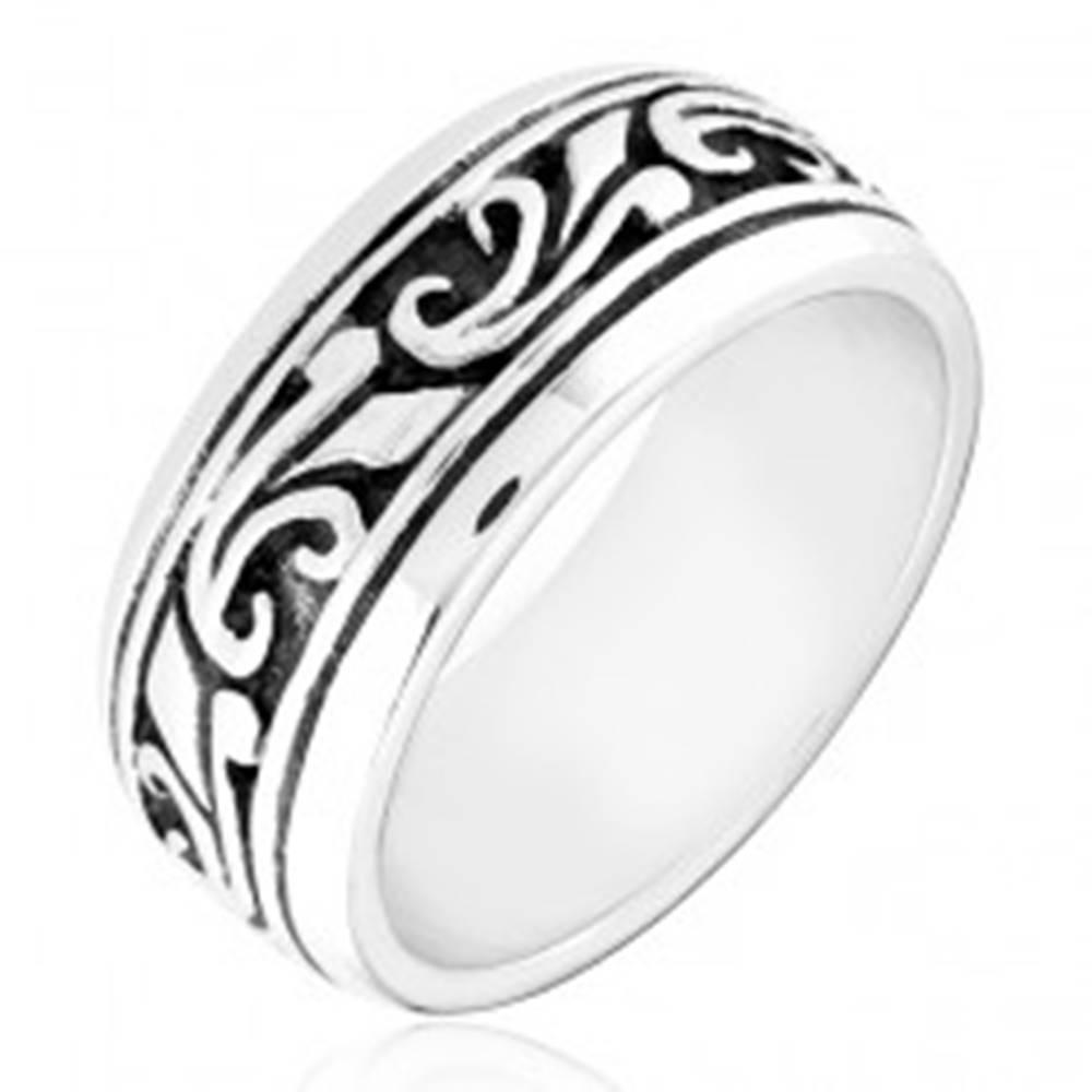 Šperky eshop Strieborný prsteň 925 - obrúčka s vyrezávaným ornamentom - Veľkosť: 49 mm