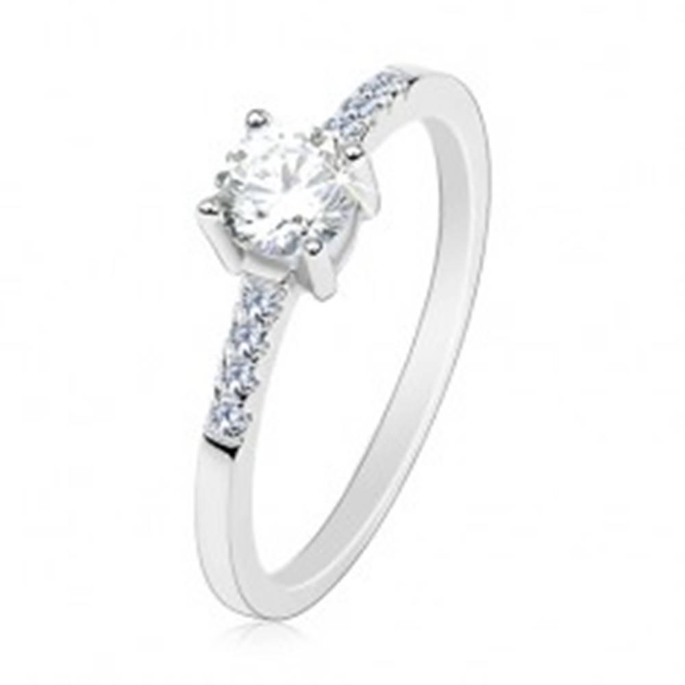 Šperky eshop Strieborný prsteň 925, tenké ramená, okrúhly číry zirkón, trblietavé línie - Veľkosť: 50 mm