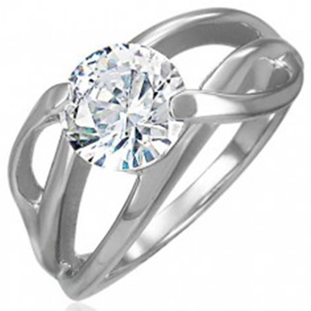 Šperky eshop Zásnubný prsteň s priečnym úchytom a okrúhlym čírym zirkónom, oceľ 316L - Veľkosť: 49 mm
