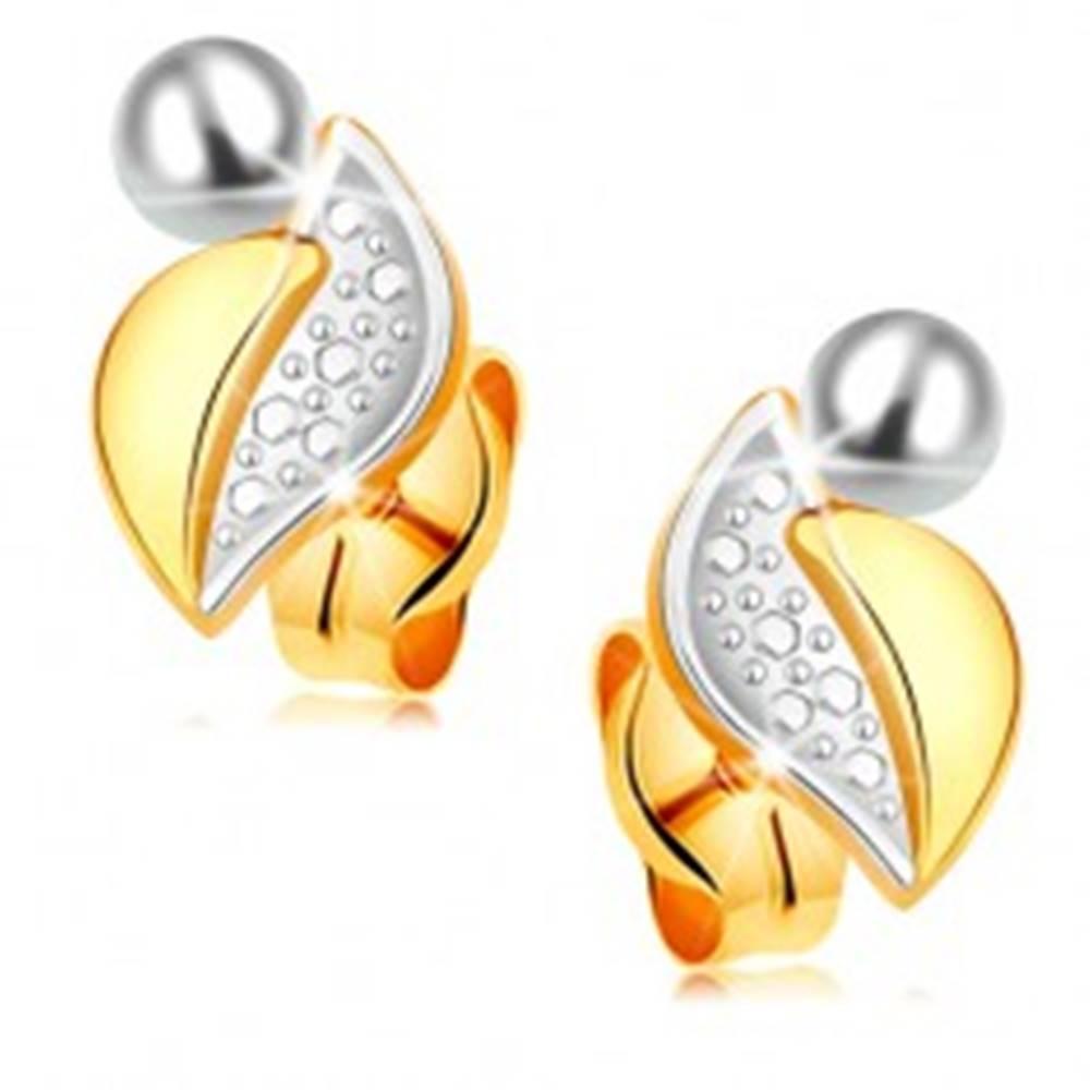 Šperky eshop Zlaté 14K náušnice - dvojfarebný list s hladkou a gravírovanou časťou, biela perla
