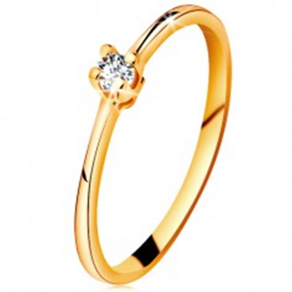 Šperky eshop Zlatý prsteň 585 - ligotavý číry briliant v štvorcípom kotlíku, zúžené ramená - Veľkosť: 49 mm