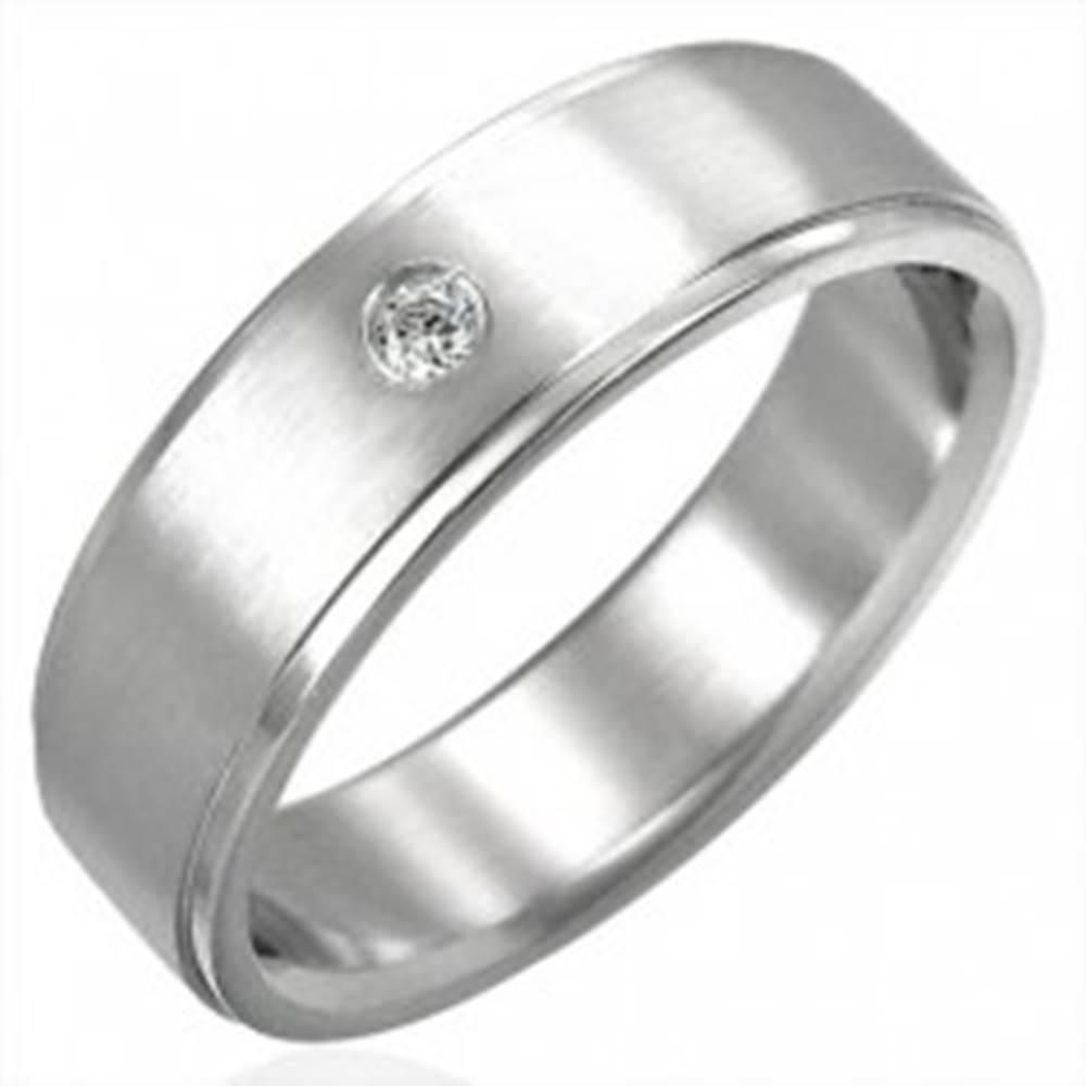 Šperky eshop Brúsený oceľový prsteň so zirkónovým očkom - Veľkosť: 51 mm