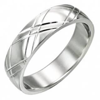 Oceľový prsteň - lesklý povrch, diagonálne ryhovanie v tvare X - Veľkosť: 51 mm