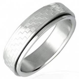Oceľový prsteň s otáčavým stredom - šachovnica - Veľkosť: 53 mm