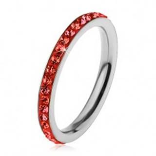 Prsteň z chirurgickej ocele striebornej farby, zirkóniky v svetločervenom odtieni - Veľkosť: 49 mm
