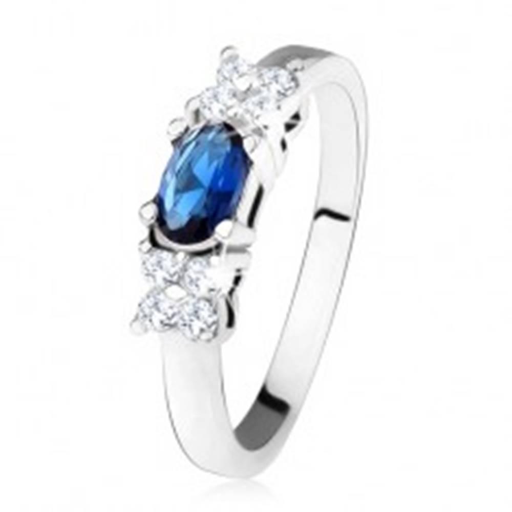 Šperky eshop Lesklý prsteň - striebro 925, tmavomodrý oválny zirkón, štvorlístok, číre kamienky - Veľkosť: 49 mm