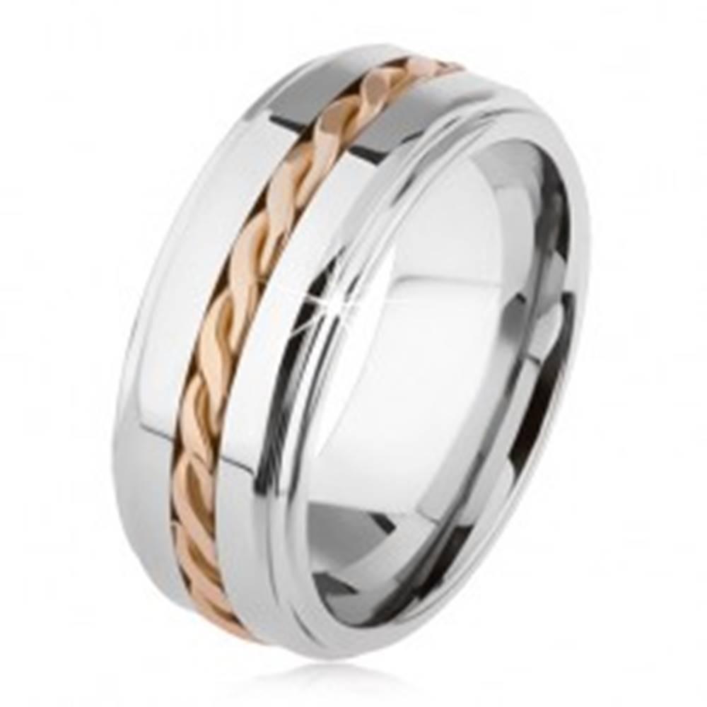 Šperky eshop Lesklý tungstenový prsteň, strieborná farba, vyvýšená stredová časť, pletený vzor - Veľkosť: 49 mm