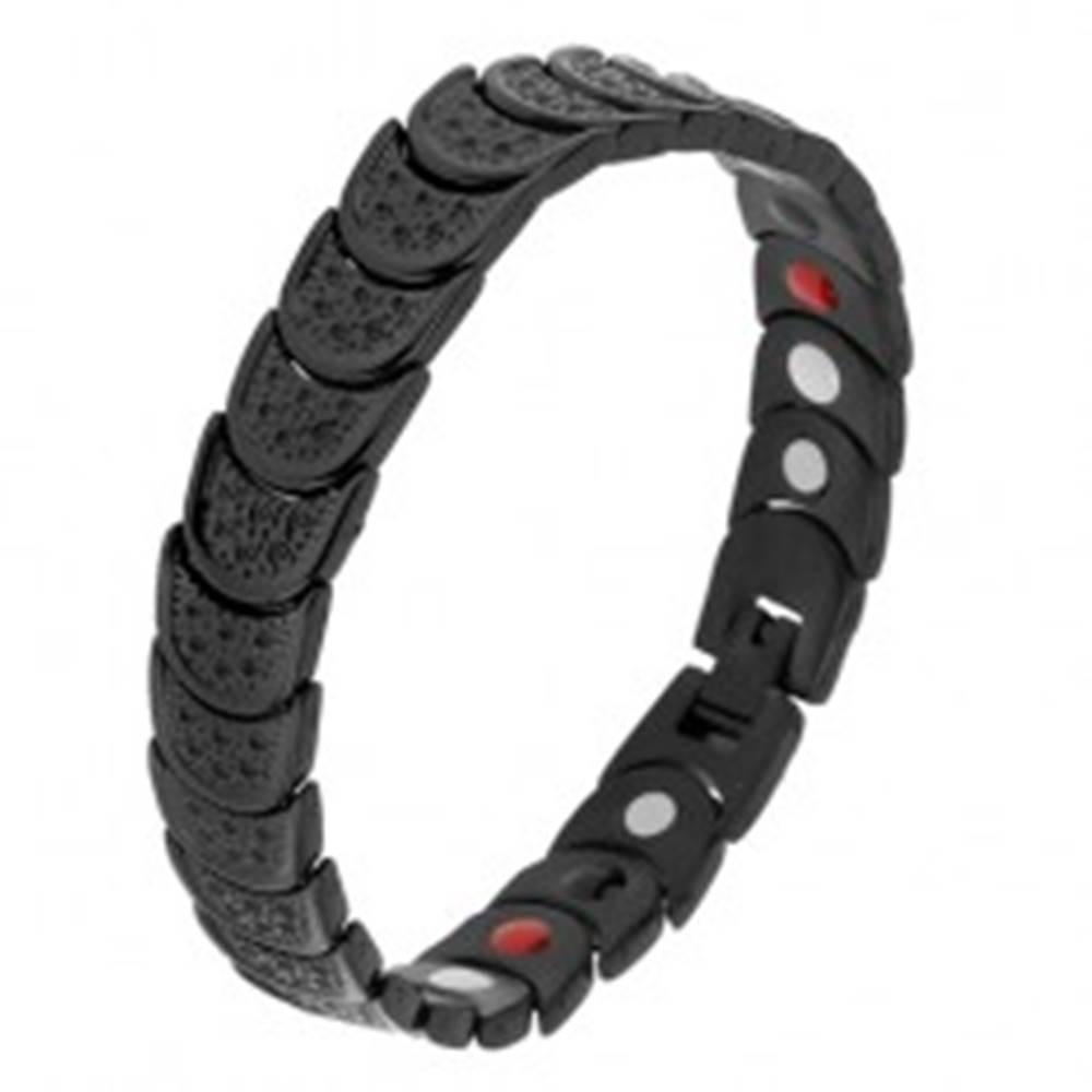 Šperky eshop Náramok z ocele čiernej farby, polkruhy s jamkami, farebné magnety