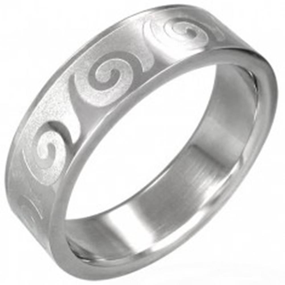 Šperky eshop Oceľový prsteň s motívom vlnka - Veľkosť: 53 mm