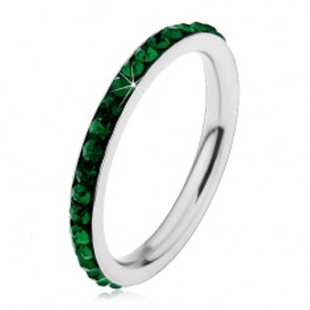 Šperky eshop Oceľový prsteň striebornej farby, ligotavé tmavozelené zirkóniky - Veľkosť: 49 mm