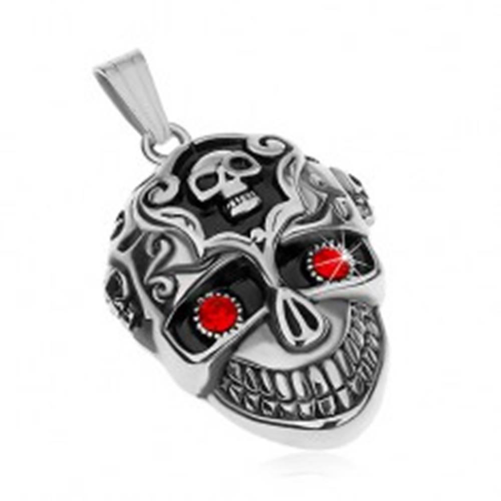 Šperky eshop Prívesok z chirurgickej ocele - patinovaná lebka, červené zirkónové oči