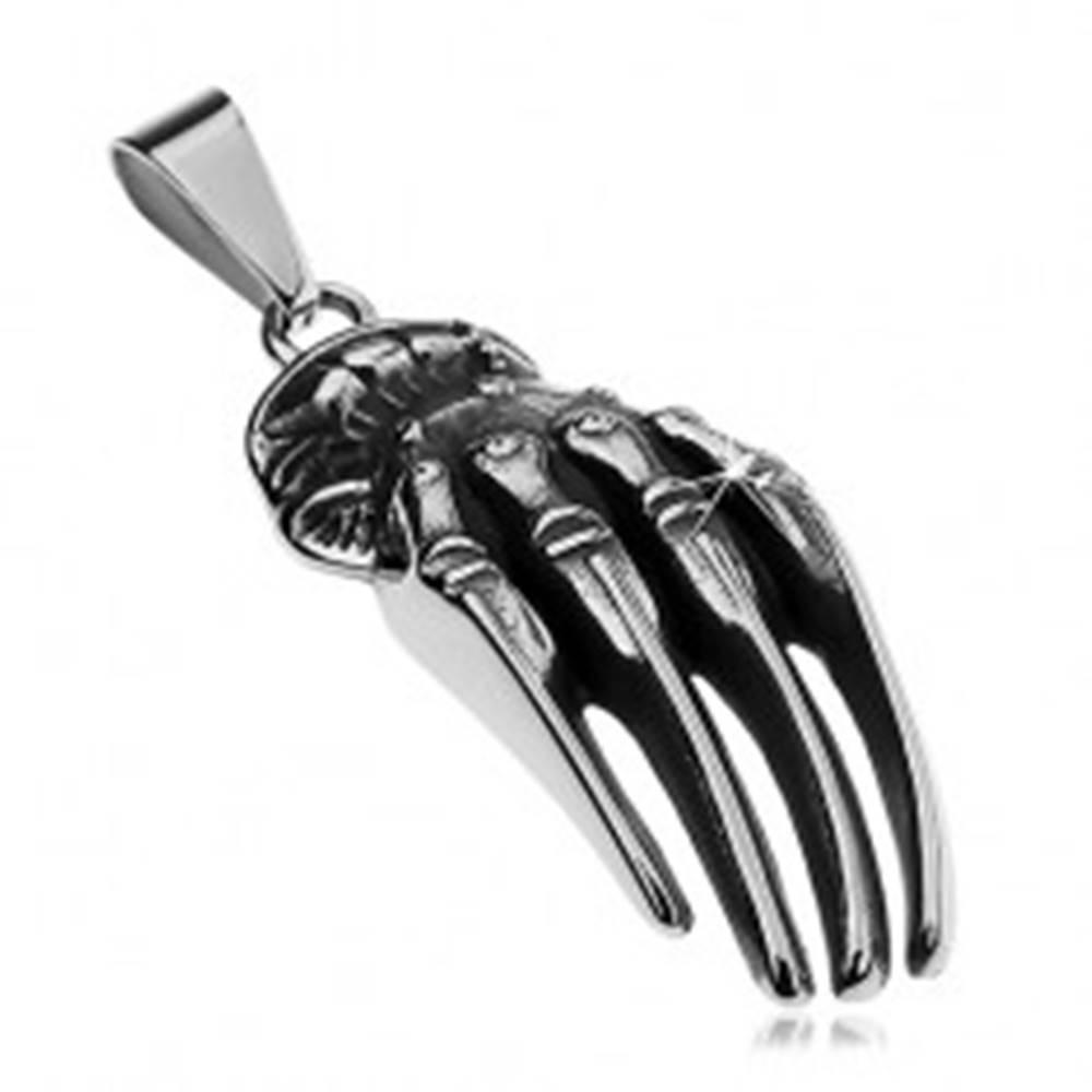 Šperky eshop Prívesok z chirurgickej ocele striebornej farby, patinovaná ruka kostlivca