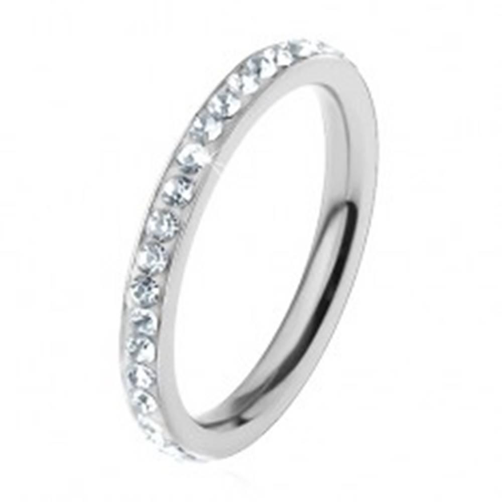 Šperky eshop Prsteň z chirurgickej ocele, strieborná farba, vsadené číre trblietavé zirkóniky - Veľkosť: 49 mm