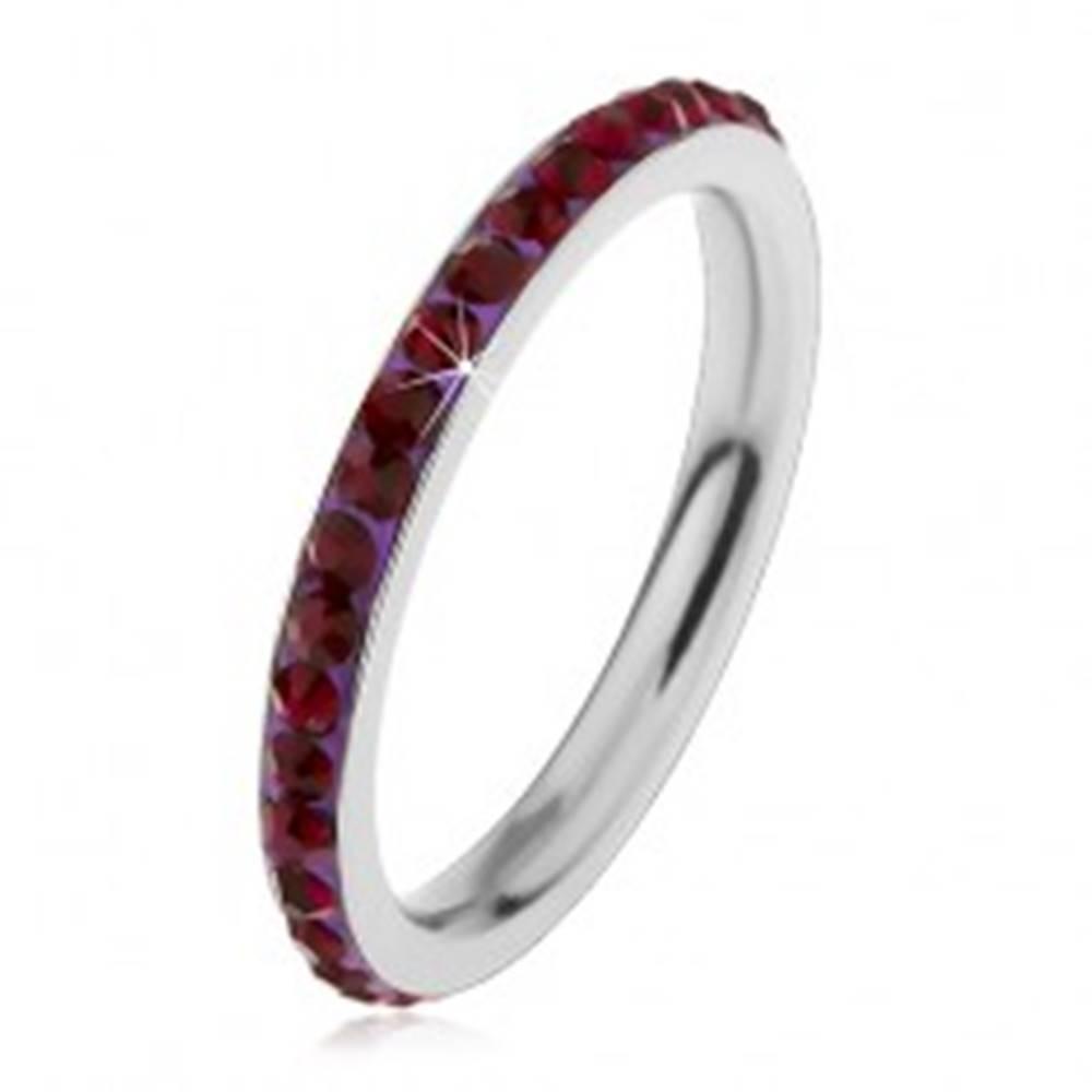 Šperky eshop Prsteň z ocele 316L v striebornom odtieni, zirkóny tmavofialovej farby - Veľkosť: 49 mm