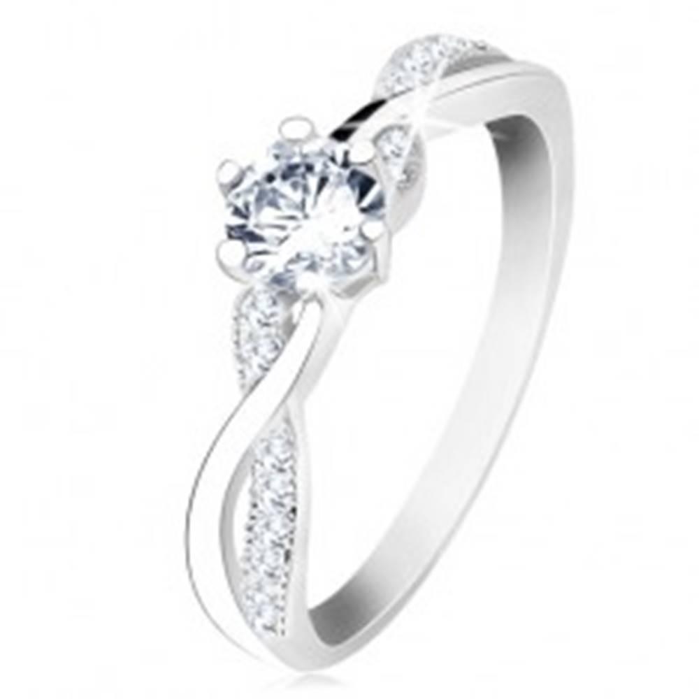 Šperky eshop Strieborný prsteň 925, zvlnené prepletené ramená, číry zirkón - Veľkosť: 49 mm
