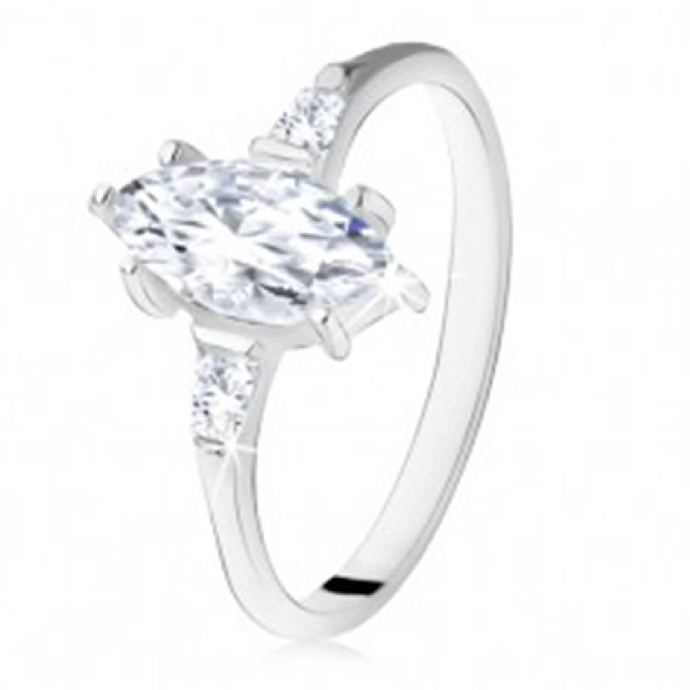 Šperky eshop Strieborný zásnubný prsteň 925, zrniečkový zirkón, lichobežníkové po bokoch - Veľkosť: 49 mm