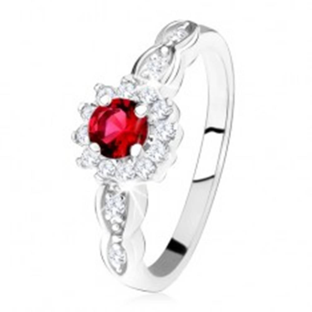 Šperky eshop Zásnubný prsteň zo striebra 925, červený okrúhly zirkón s čírym lemom - Veľkosť: 49 mm