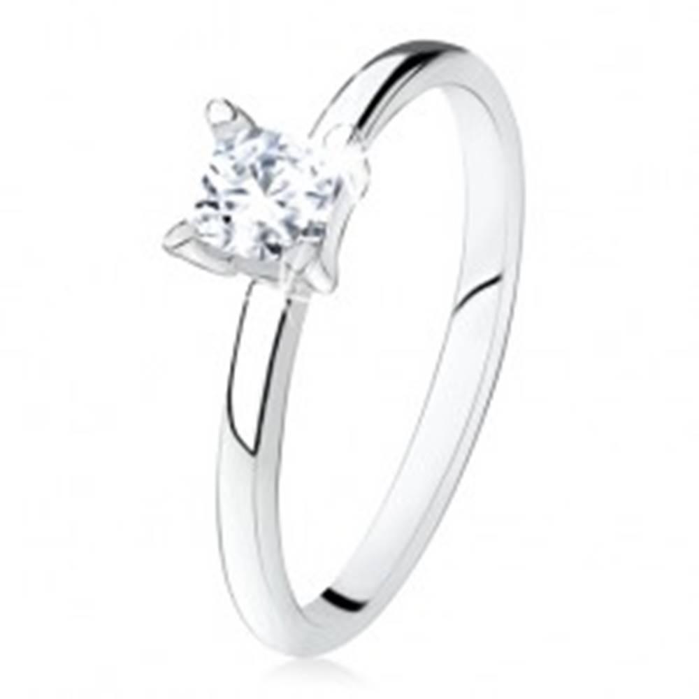 Šperky eshop Zásnubný prsteň zo striebra 925, hladké ramená, zirkónový štvorec - Veľkosť: 49 mm