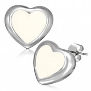 Puzetové náušnice z ocele - maslovo biele srdce s okrajom striebornej farby