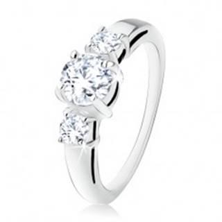 Strieborný zásnubný prsteň 925, tri okrúhle číre kamienky, rozdvojené ramená - Veľkosť: 49 mm
