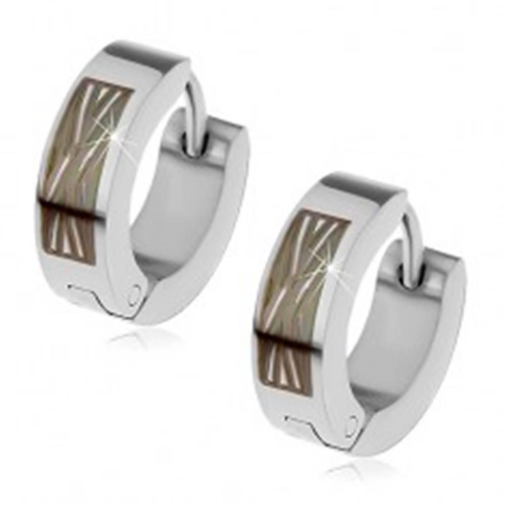 Šperky eshop Oceľové náušnice - obruče s diagonálnym vzorom na čiernom obdĺžniku