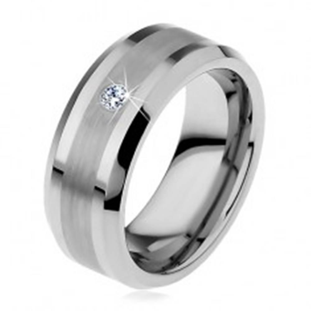 Šperky eshop Tungstenová obrúčka s matným stredovým pásom a čírym zirkónom, 8 mm - Veľkosť: 49 mm