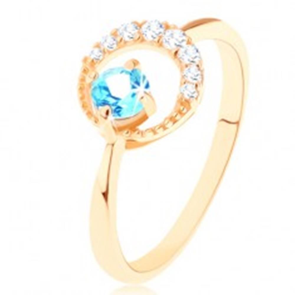 Šperky eshop Zlatý prsteň 585 - kosák mesiaca zdobený čírymi zirkónikmi, modrý topás - Veľkosť: 49 mm