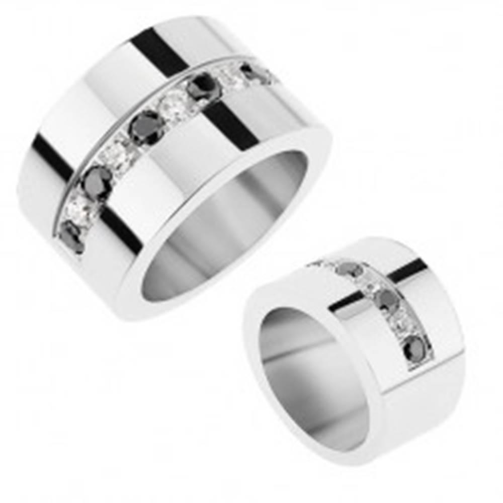 Šperky eshop Zrkadlovolesklý prsteň z ocele 316L, striedajúce sa číre a čierne ligotavé zirkóny - Veľkosť: 56 mm