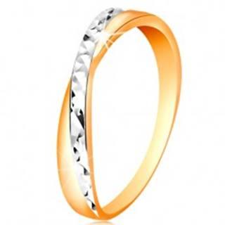 Dvojfarebný prsteň v zlate 585 - rozdelené ramená, drobné ligotavé ryhy - Veľkosť: 49 mm