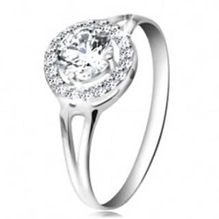 Prsteň z bieleho 14K zlata - zirkón čírej farby lemovaný drobnými zirkónikmi - Veľkosť: 49 mm