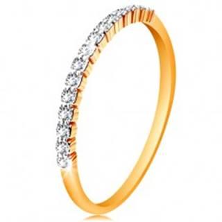 Zlatý 14K prsteň - pás trblietavých čírych zirkónikov, lesklé ramená - Veľkosť: 49 mm